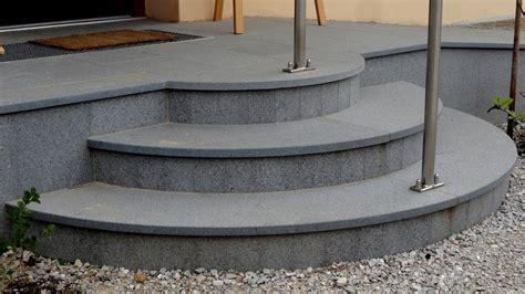 stufentreppen stein stufen aus granit treppe naturstein