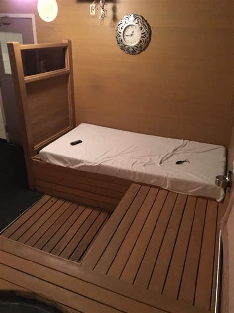 elliot bay tubs bed with yellow alaskan cedar wood pleasant