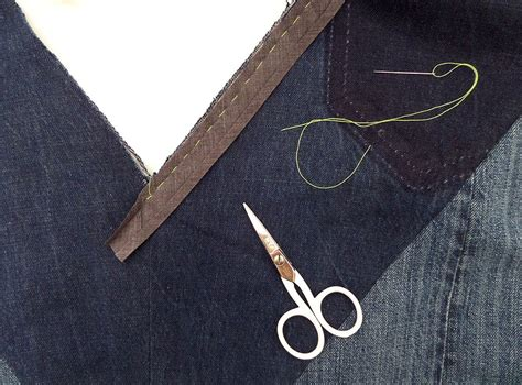 For my sewing project, i decided to use a solid coloured yoke as a contrast to my printed main fabric. How to Apply Bias Binding as a Facing to a V-Neck (an ...