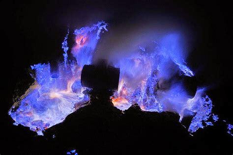 mengejar eksotisme blue fire  kawah ijen bondowoso jawa