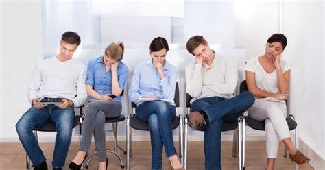 5 patients 233 nervants dans la salle d attente du g 233 n 233 raliste
