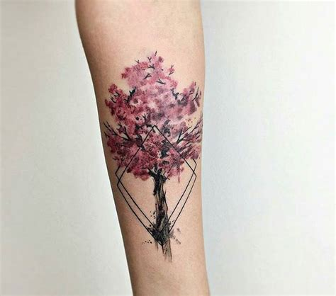 tatouage fleur  idees de tattoo originales  leur