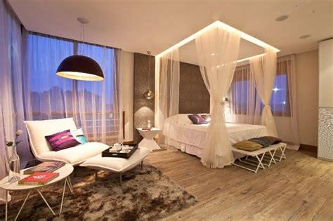 ag e chambre lit baldaquin pour une chambre de déco romantique moderne