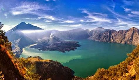 wonderful panorama  mendaki gunung rinjani