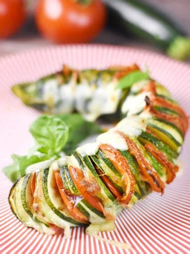 cuisine de courgettes hasselback de courgette recette pesto mozzarella et cuisine