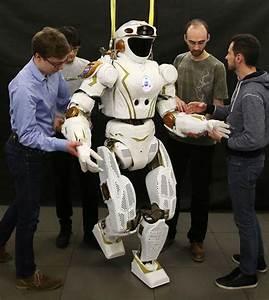 NASA robot Valkyrie unveiled in University of Edinburgh ...