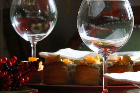 Come Sistemare I Bicchieri A Tavola galateo bicchieri a tavola come disporli secondo le regole
