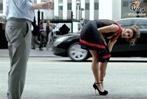 Fiat Commercial by I This Dress From New Fiat Commercial That S So