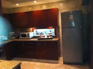 wohnzimmer mit küche küche mit durchreiche zum esstisch wohnzimmer picture of ja oasis tower dubai tripadvisor