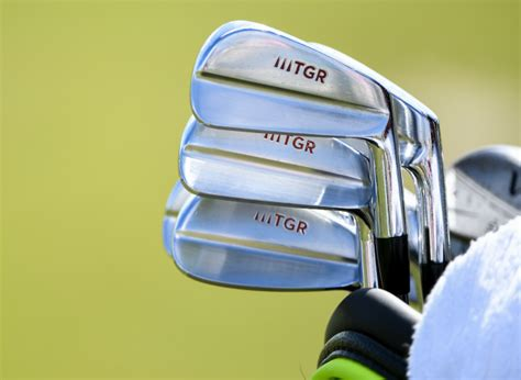 tiger woods whats   bag  golf shop  blog