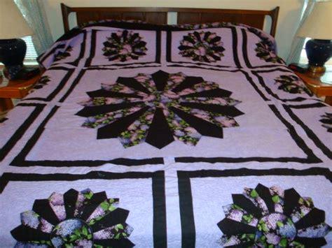 purple lilacs fancy dresden plate quilt