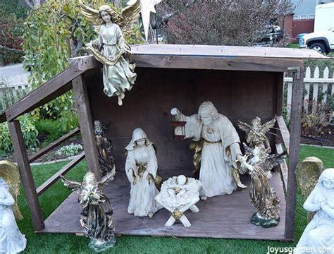 create  outdoor nativity scene