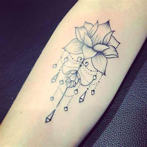 fleur de lotus origami tatouage