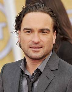 How Does Johnny Galecki Always Seem As Tall As His Co-Stars?