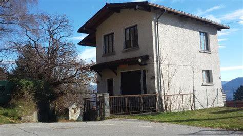 Wassereinrichtung Im Innenraumeingangsbereich Mit Wasser 2 by Haus Kaufen In Piemont Italien