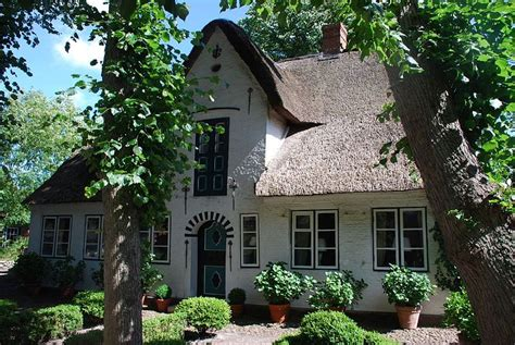 Kleines Reetdachhaus Kaufen by Ein Reetdachhaus Nieblum Cottage Ferienhaus Nordsee