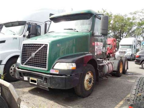 volvo big truck volvo vvn 2005 sleeper semi trucks