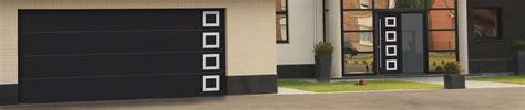 porte de garage enroulable avec hublot 224 biganos