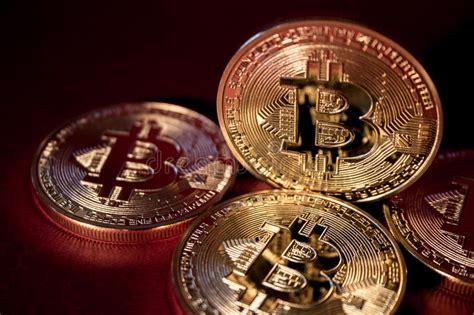 Mempool in short means memory pool. Foto Bitcoins Dourado No Fundo Vermelho Conceito De Troca Da Moeda Cripto Foto de Stock - Imagem ...
