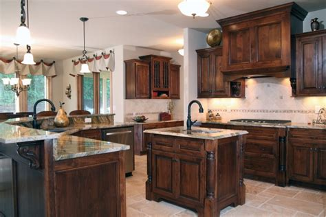traditional kitchen cabinets 2011 parade of homes tuscany model belman homes 2898