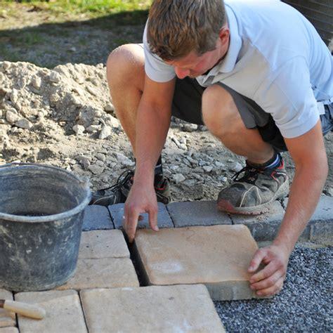 terrassenplatten auf erde verlegen terrassenplatten verlegen schritt f 252 r schritt anleitung bauen de