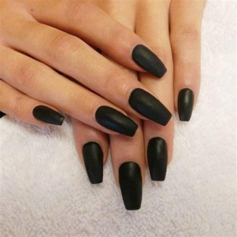 Дизайн черных ногтей 126 фото Лучшие новинки маникюра с фото . emaxo