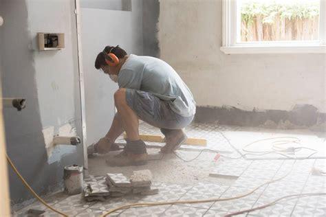 sol de la salle de bain carrelage vinyle parquet ou stratifi 233 pratique fr