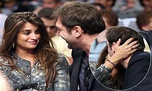 Penelope Cruz kisses husband Javier Bardem at the ...