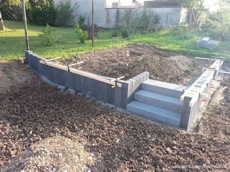 palisaden setzen ohne beton podest mit palisaden abgestellt gartengestaltung mit beton wir bauen dann mal ein haus