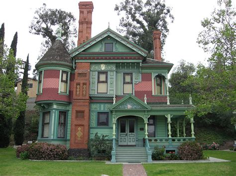 Typical Features Victorian Era Homes, Houses