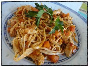 cuisiner nouilles chinoises nouilles chinoises sautées au poulet et petits légumes