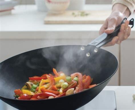 cuisiner avec un wok beka quot master wok revêtu quot pour cuisiner comme un pro
