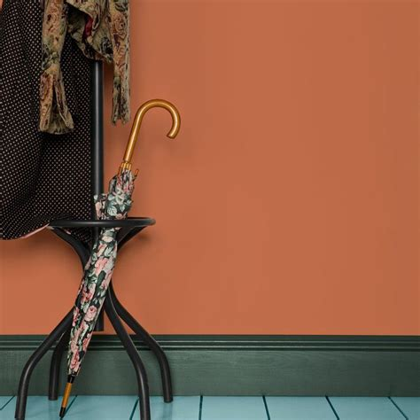 peinture pour sol farrow and dans escalier et entrée boostez votre déco avec la couleur terracotta farrow vert sapin et terracotta