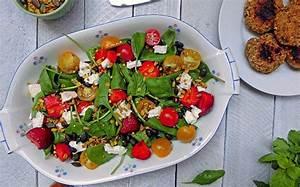 Sommerliche Salate Zum Grillen : scharfer sommersalat zum grillen mit erdbeere und tomate ~ A.2002-acura-tl-radio.info Haus und Dekorationen