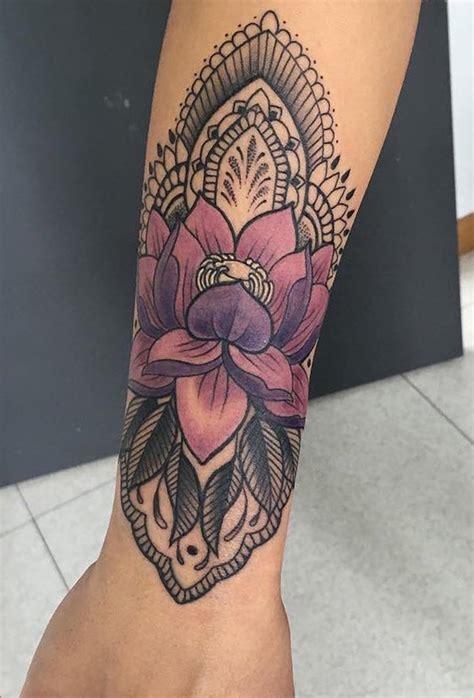 fleur de lotus tatouage avant bras