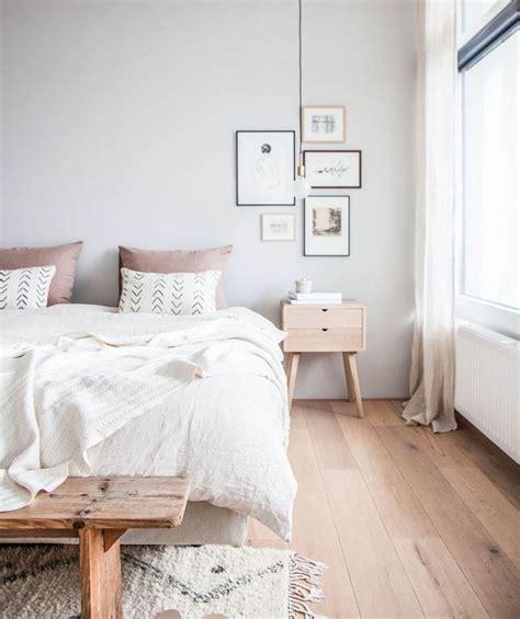 idee deco chambre cocooning rose  gris parquet en bois