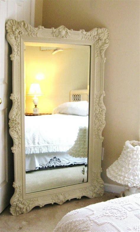 miroir chambre design comment décorer avec le grand miroir ancien idées en photos