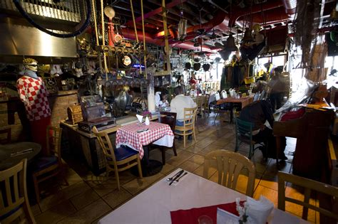 el basurero restaurants  astoria  york