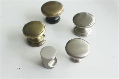 bouton de meuble de cuisine excellentes rondes boutons de meuble meubles de cuisine de