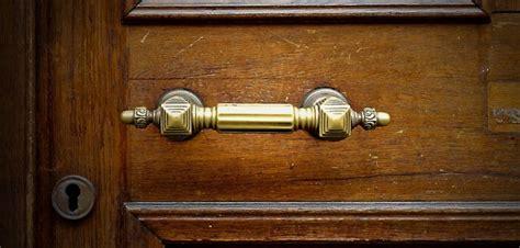 comment ouvrir une porte claqu 233 e 224 l aide d une radio en appart 233