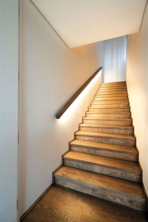 Beleuchtung Treppenhaus by 30 Stylish Staircase Handrail Ideas To Get Inspired Digsdigs