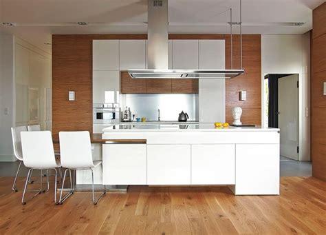 cuisine avec sol parquet cuisine bois et blanc dans un appartement en 25 idées