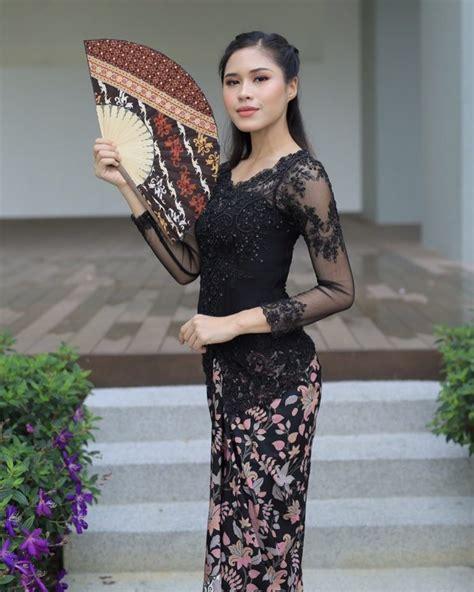 model kebaya hitam modern gold hijab elegan