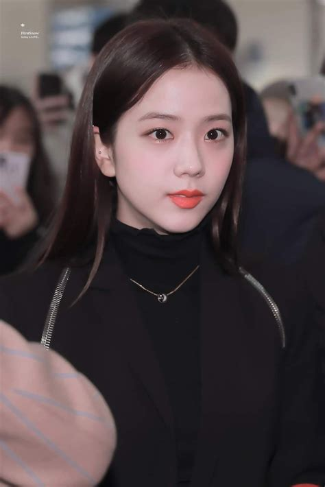 Like and share our page. BLACKPINK-Jisoo 200113 Incheon Airport to Indonesia em ...