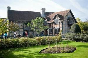 The garden of Shakespeare's Birthplace - Picture of ...