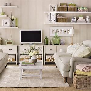 Family living room design ideas that will keep everyone happy for Organizing living room family picture ideas