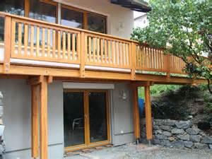 balkone aus holz balkon aus holz und edelstahl kreative ideen für ihr zuhause design