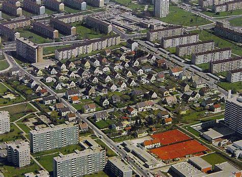Häuser Ausstellung by Im Kulturzentrum 2411 Ausstellung Die Siedlung Neu