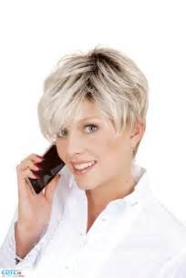 coupe de cheveux carrã femme modele coupe courte asymetrique chignon cheveux mi femme salon jyda