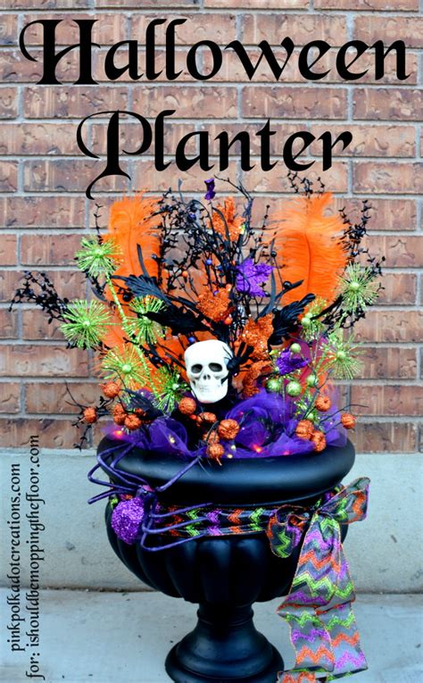 halloween planter  fun  simple project  give  porch  spooky touch